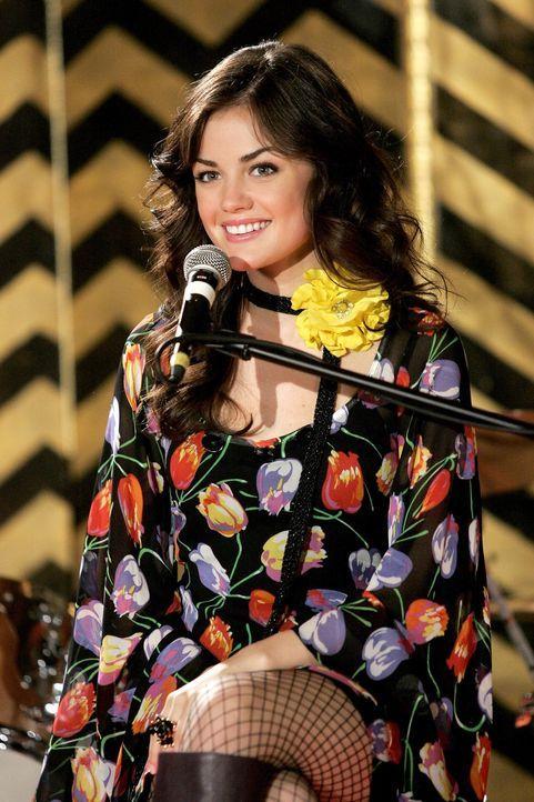 Musikalisch: Rose (Lucy Hale) ... - Bildquelle: Warner Bros. Television