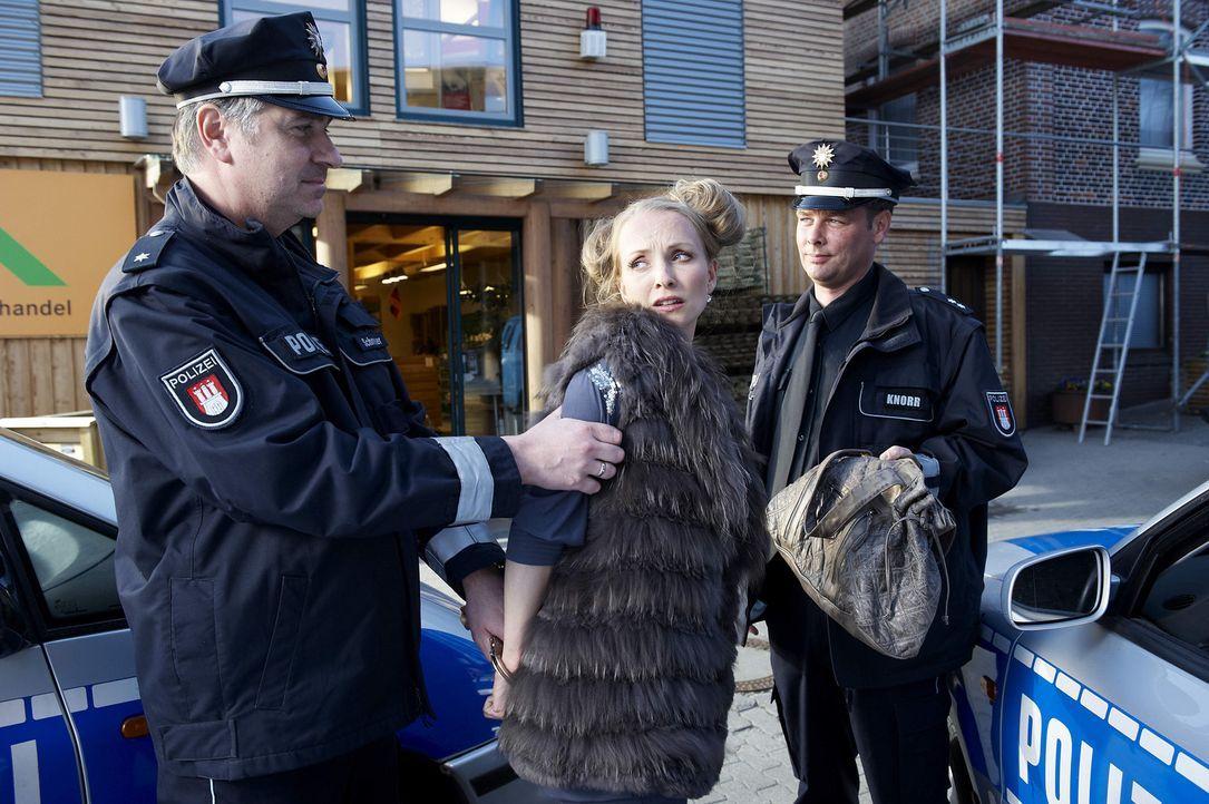 Rache ist süß - aber die Polizei meist schneller: Gretchen (Janin Reinhardt, M.) ... - Bildquelle: Gordon Timpen SAT.1