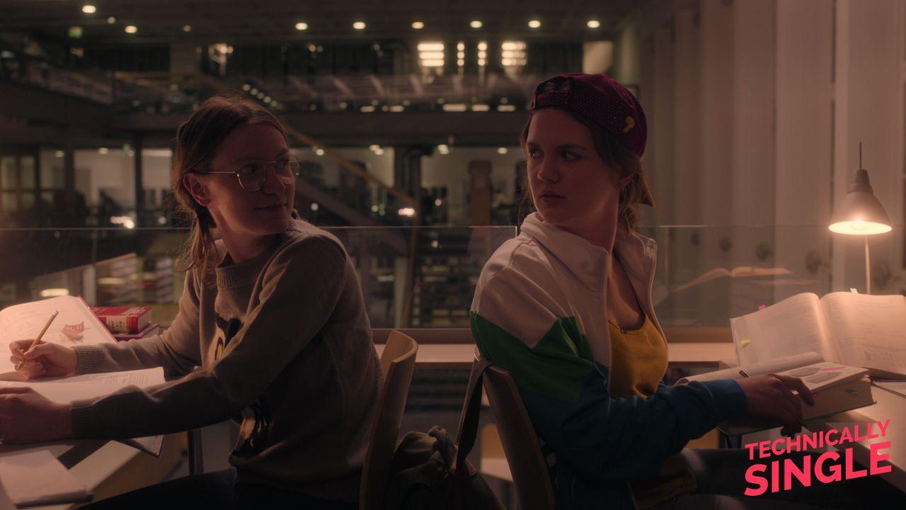 Partyqueen und Braingirl - Bildquelle: COCOFILMS / KARBE FILM