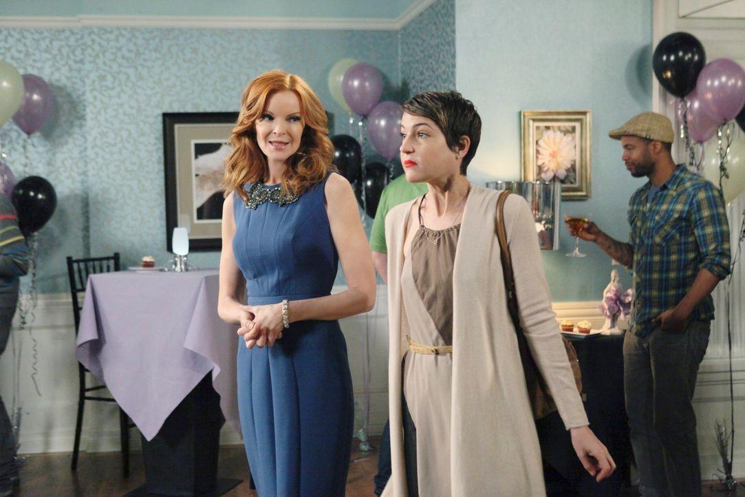 Bree (Marcia Cross, l.) hat eine Überraschung für Andrew und  Mary Beth (Ashley Austin Morris, r.) ... - Bildquelle: ABC Studios