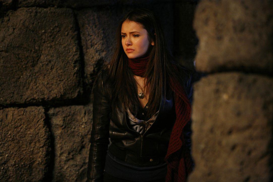 Elena (Nina Dobrev) ist in der Krypta gefangen - wird sie rechtzeitig gerettet werden können? - Bildquelle: Warner Bros. Television