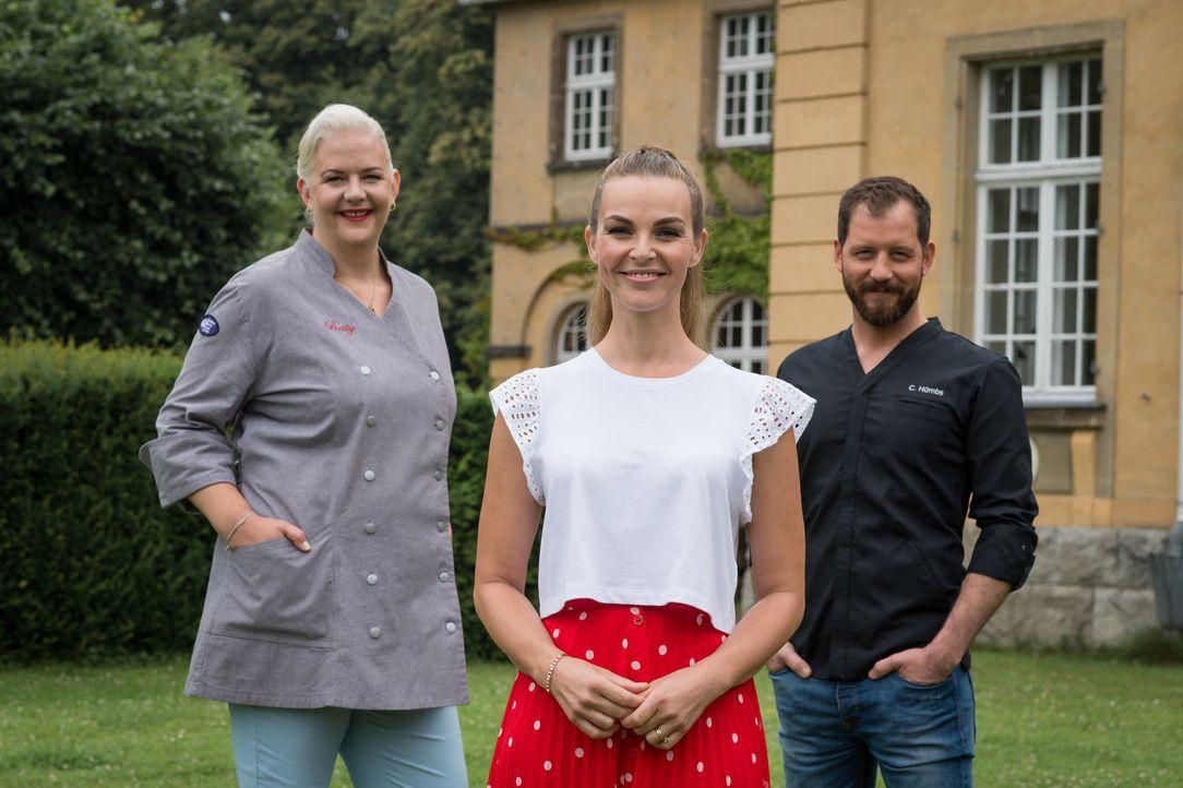 """Machen sich auf die Suche nach """"Deutschlands bestem Hobbybäcker"""": Christian Hümbs (r.), Annika Lau (M.) und Betty Schliephake-Burchardt (l.) ... - Bildquelle: Claudius Pflug SAT.1"""