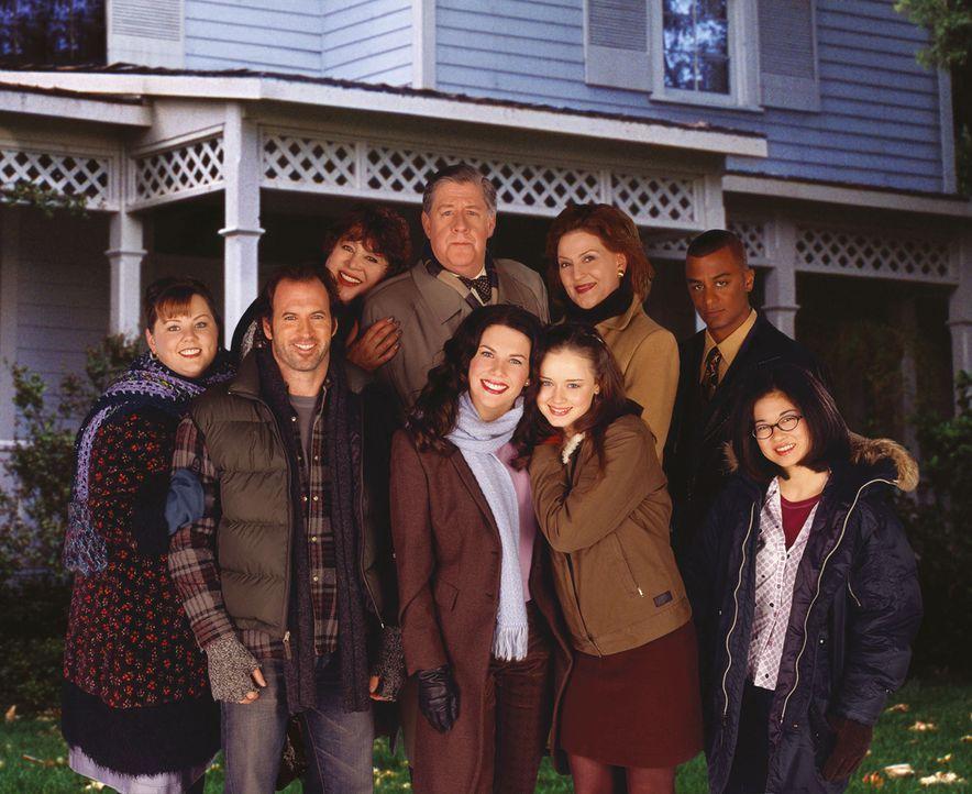 Bei (hinten v.l.n.r.) Miss Patty (Liz Torres), Richard (Edward Herrmann), Emily (Kelly Bishop), Michel (Yanic Truesdale), (vorne v.l.n.r.) Sookie (M... - Bildquelle: 2001 Warner Bros. Entertainment, Inc.