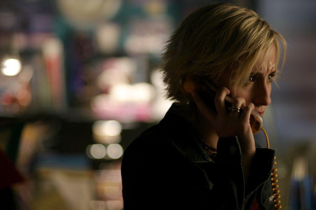 Ihr Leben ist in Gefahr: Chloe (Allison Mack) ... - Bildquelle: Warner Bros.