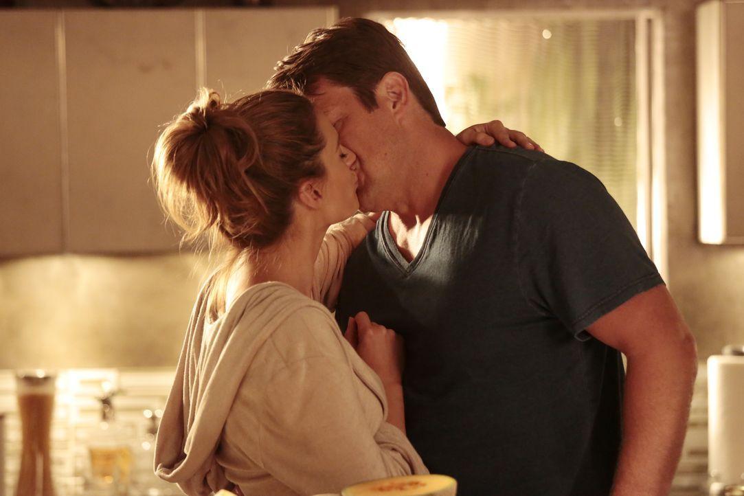 Bei den Ermittlungen in einem neuen Fall finden sich Castle (Nathan Fillion, r.) und Beckett (Stana Katic, l.) plötzlich in einer Parallelwelt wiede... - Bildquelle: ABC Studios