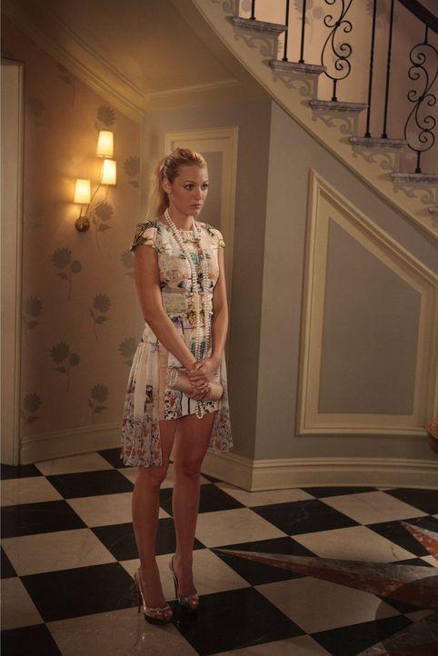 Während Serena (Blake Lively) alle Hände voll damit zu tun hat, die Braut- und Geschenke-Party für Blair zu organisieren, stellt William Diana ein U... - Bildquelle: Warner Bros. Television