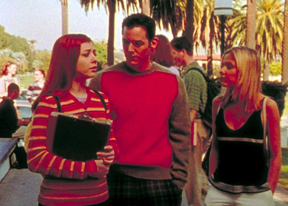 Willow (Alyson Hannigan, l.), Xander (Nicholas Brendon, M.) und Buffy (Sarah Michelle Gellar, r.) besprechen, wie sie das Böse wirksam bekämpfen kön... - Bildquelle: TM +   2000 Twentieth Century Fox Film Corporation. All Rights Reserved.