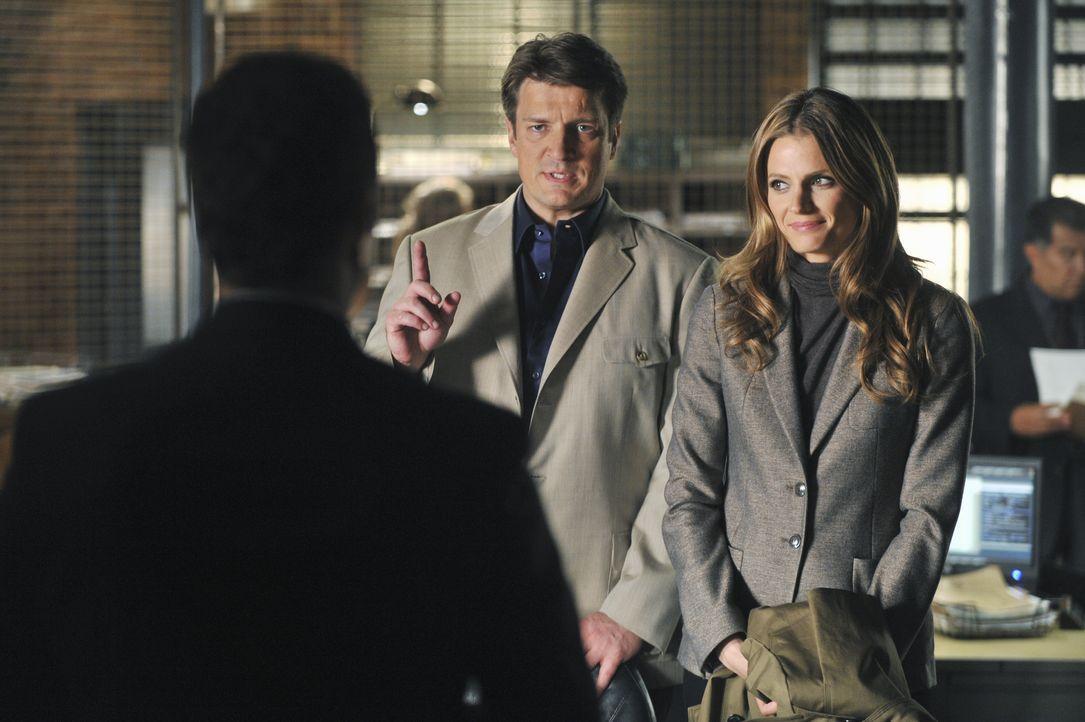 Der Mord an einem Regierungskritiker beschäftigt Castle (Nathan Fillion, M.) und Beckett (Stana Katic, r.). Bei den Ermittlungen stoßen sie auf Jare... - Bildquelle: ABC Studios