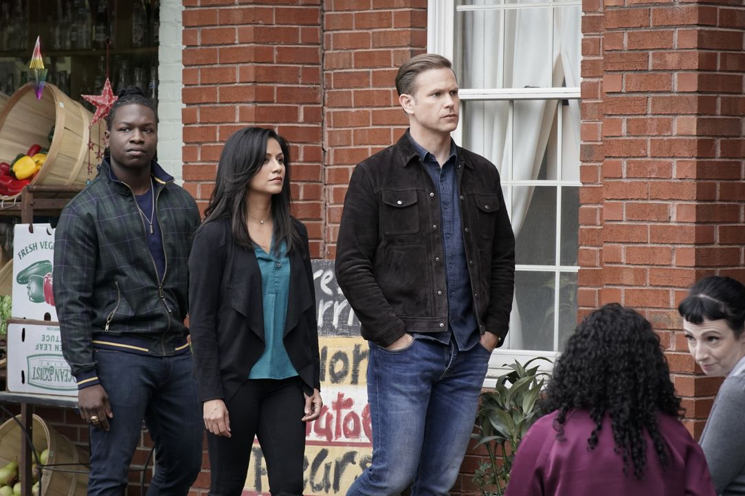 (v.l.n.r.) Kaleb (Chris Lee); Emma Tig (Karen David); Alaric Saltzman (Matt Davis) - Bildquelle: Jace Downs 2019 The CW Network, LLC. All rights reserved. / Jace Downs