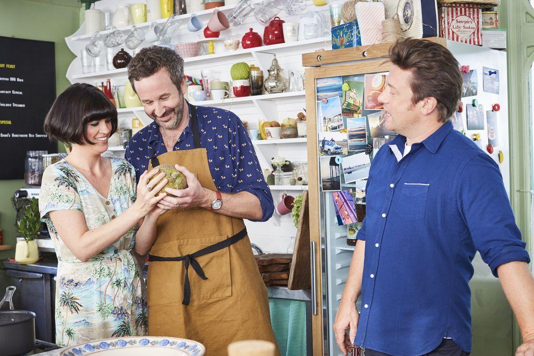 (v.l.n.r.) Dawn O'Porter; Chris O'Dowd; Jamie Oliver - Bildquelle: David Loftus
