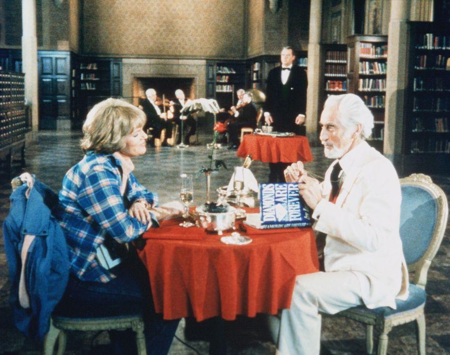 Cagney (Sharon Gless, l.) trifft einen alten Bekannten wieder, den Meisterdieb Albert Grand (Ferdinand Mayne), der ihr schon vor Jahren entwischen k... - Bildquelle: ORION PICTURES CORPORATION. ALL RIGHTS RESERVED.
