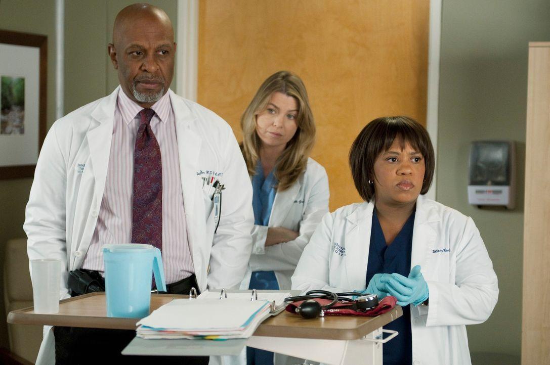 Während sich Meredith (Ellen Pompeo, M.) für ein Fachgebiet entscheiden muss, kümmern sich Webber (James Pickens, Jr., l.) und Bailey (Chandra Wilso... - Bildquelle: ABC Studios