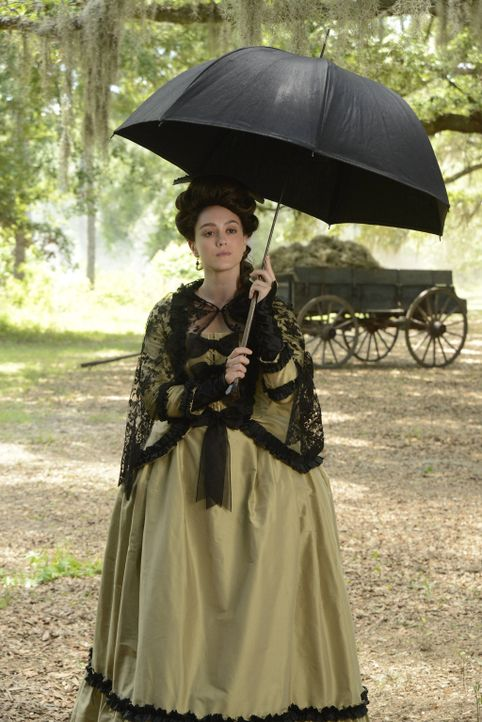 Die untote trauernde Lady Mary Wells (Heather Lind) sorgt in Sleepy Hollow für Chaos ... - Bildquelle: 2014 Fox and its related entities. All rights reserved.