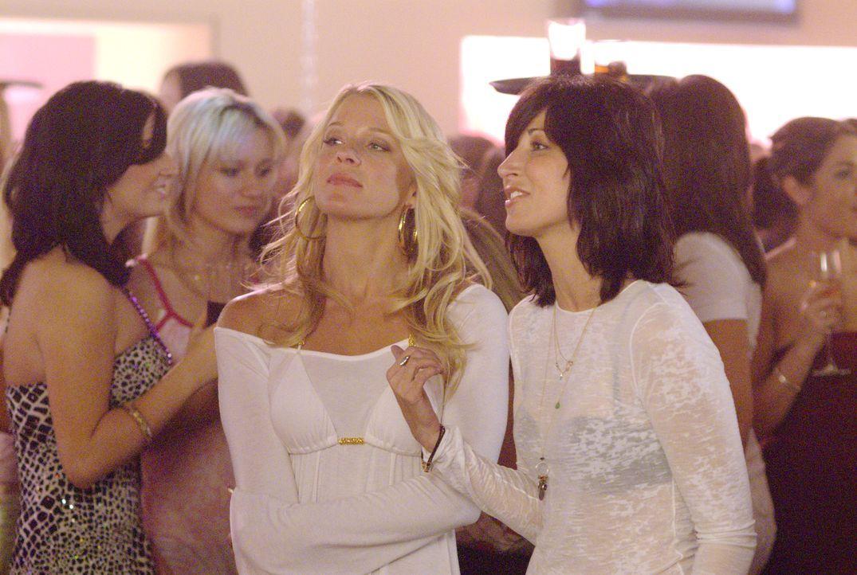 Blond bedeutet nicht unbedingt blöd und so traut sich Cindi (Alicia Leigh Willis, l.) endlich den Mund aufzumachen und Dawn (Elizabeth Keener, r.)... - Bildquelle: Metro-Goldwyn-Mayer Studios Inc. All Rights Reserved.