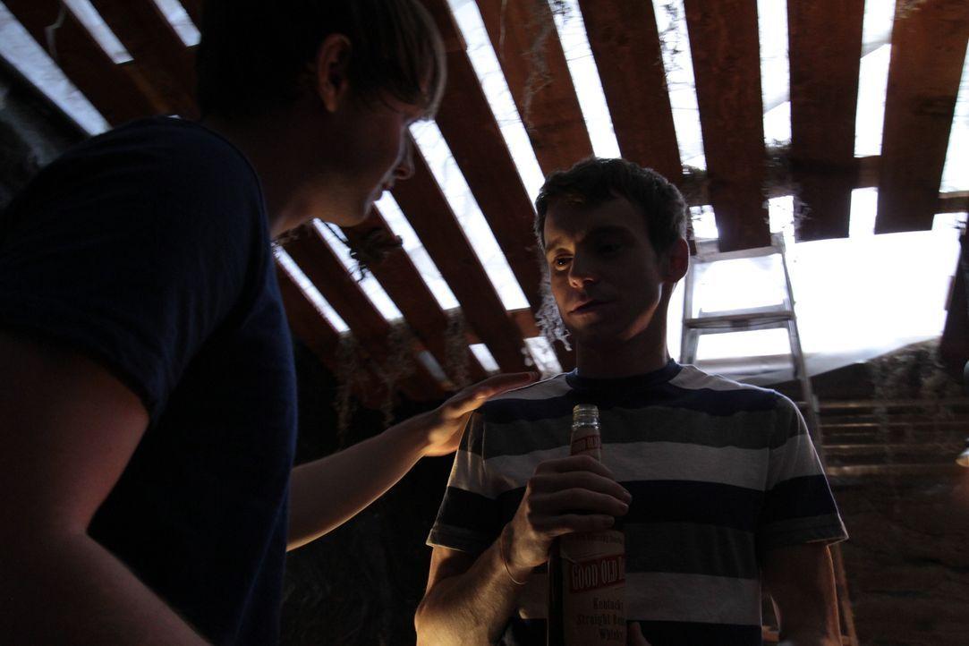 Wichtiger Zeuge: 1978 trinkt der 15-jährige Jon Benson (l.) in Scottsdale, Arizona ein Bier mit seinem jüngeren Freund (r.). Jahrzehnte später erzäh... - Bildquelle: LMNO Cable Group