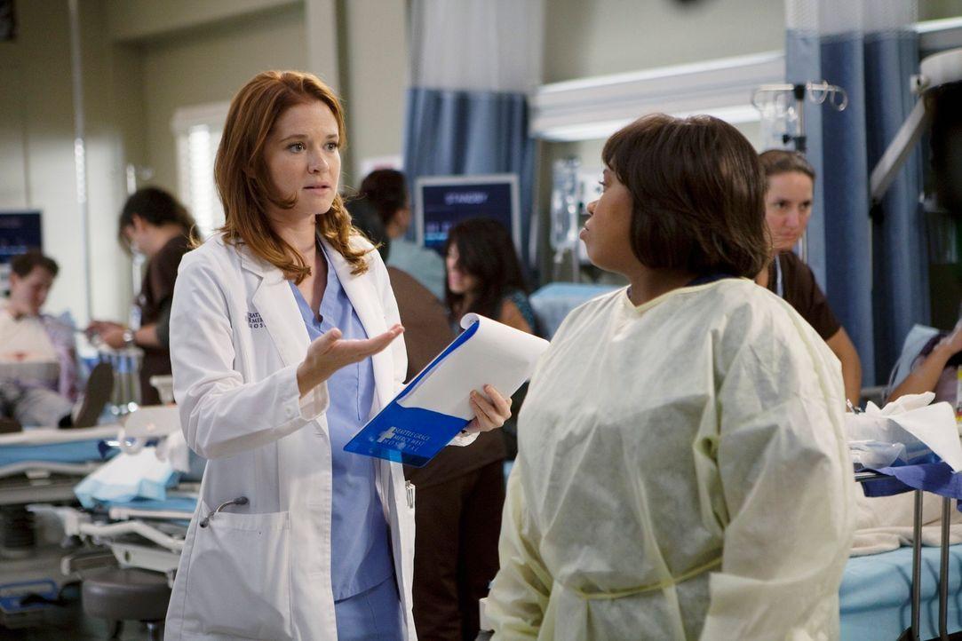 April (Sarah Drew, l.) ist völlig überfordert von ihrem neuen Job als Stationsärztin und hofft auf Hilfe von Bailey (Chandra Wilson, r.). Doch wird... - Bildquelle: ABC Studios