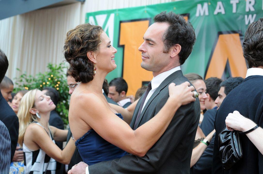 Sind glücklich miteinander: Wendy (Brooke Shields, l.) und Shane (Paul Blackthorne, r.) ... - Bildquelle: NBC, Inc.
