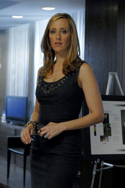 """Obwohl das """"Harry Potter""""-Projekt topsecret ist, rutscht Nico (Kim Raver) raus, dass sie die Möglichkeit hat, an das Script zu kommen ... - Bildquelle: 2004 NBC, Inc."""