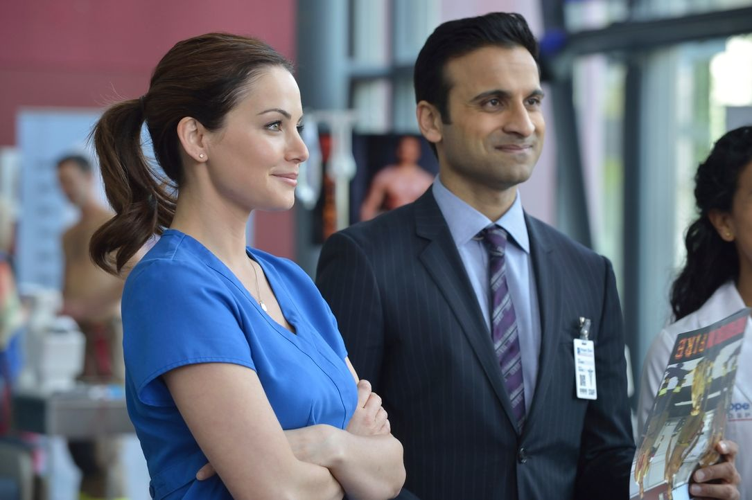 Als ein junger, gesunder und kräftiger Mann im Hope Zion Hospital stirbt, rätseln Alex (Erica Durance, l.) und Shahir (Huse Madhavji, r.), was die U... - Bildquelle: 2012  Hope Zee One Inc.