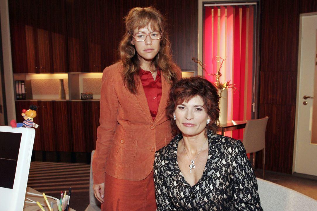 Lisa (Alexandra Neldel, l.) verspricht Sophie (Gabrielle Scharnitzky, r.), für sie eine Aufgabe bei Kerima Moda zu finden. (Dieses Foto von Alexandr... - Bildquelle: Noreen Flynn SAT.1 / Noreen Flynn