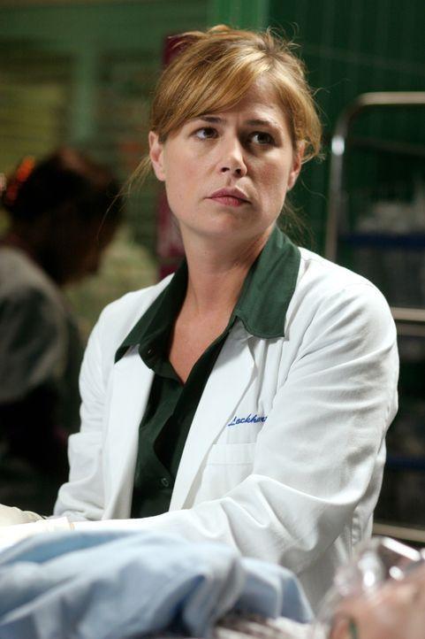Abby (Maura Tierney) hat ihren Mutterschaftsurlaub beendet und arbeitet wieder. Gleich zu Anfang erlebt sie den neuen Chirurgen Crenshaw in seiner b... - Bildquelle: Warner Bros. Television