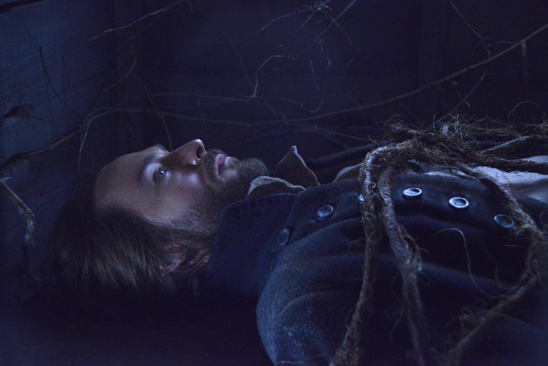 Kann Ichabod (Tom Mison) sich aus dem Grab, in dem er lebendig begraben wurde, befreien? - Bildquelle: 2014 Fox and its related entities. All rights reserved.