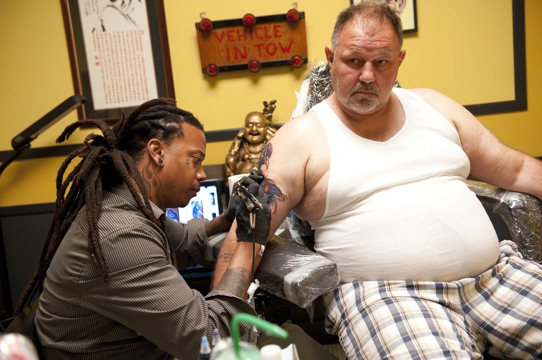 Wird Kay Kutta (l.) die Jury mit seinem Cover-Up überzeugen können? - Bildquelle: Spike TV