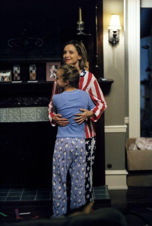 Wie eine kleine Familie: Ally (Calista Flockhart, l.) fühlt sich für Maddie (Hayden Panettiere, r.) verantwortlich, nachdem sie erfährt, dass das ze... - Bildquelle: 2002 Twentieth Century Fox Film Corporation. All rights reserved.