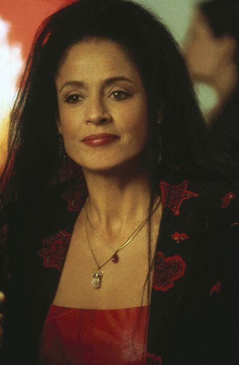 Erst als Maria (Sonia Braga) Sam gesteht, dass es über ihre Kräfte geht, nur mit ihr befreundet zu sein, wagt Sam den Schritt in eine lesbische Be... - Bildquelle: Paramount Pictures