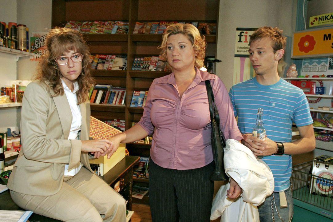 Agnes (Susanne Szell, M.) erzählt Lisa (Alexandra Neldel, l.) und Jürgen (Oliver Bokern, r.), wie sehr ihr vor ihrem Abschied von Kerima Moda grau... - Bildquelle: Noreen Flynn Sat.1