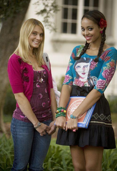 Während Casey (Spencer Grammer, l.) wieder mal Probleme mit Frannie hat, weil Frannie heimlich versucht, mit hinterhältigen Tricks alle Füchse auf i... - Bildquelle: 2008 ABC Family