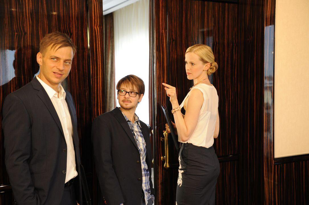 Bei PR-Agentin Jasmin (Manon Kahle, r.) holt Chefredakteur Moritz (Tom Wlaschiha, l.) die Vergangenheit ein, so dass Tines alias Franks (Theresa Sch... - Bildquelle: Claudius Pflug SAT.1