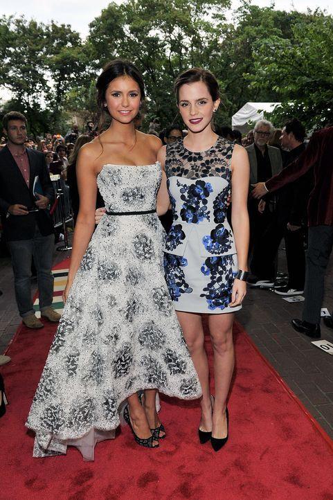 Nina Dobrev und Emma Watson auf dem Roten Teppich - Bildquelle: AFP