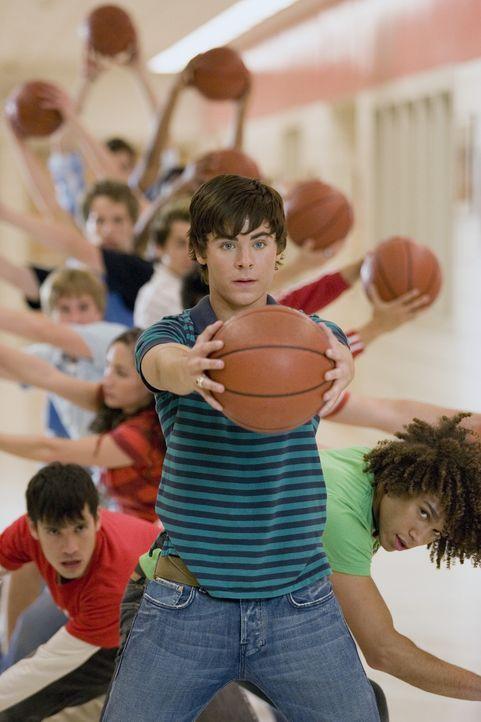 Muss seinen Freunden beweisen, dass auf ihn Verlass ist: Troy (Zac Efron) ... - Bildquelle: Buena Vista International Television
