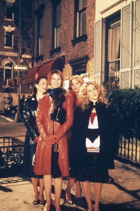Carrie (Sarah Jessica Parker, r.), Sam (Kim Cattrall, 2.v.r. ), Charlotte (Kristin Davis, l.) und Miranda (Cynthia Nixon, 2.v.l.) erleben auf einer... - Bildquelle: Paramount Pictures