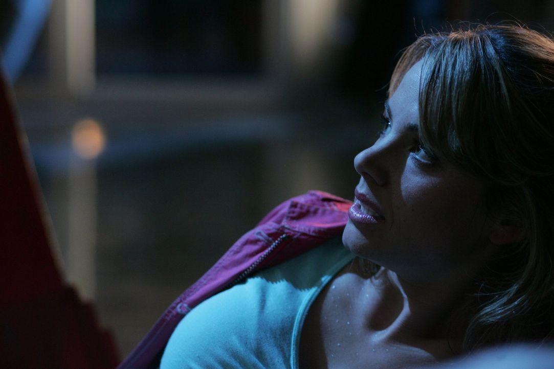 Irgendwie hat sich Oliver verändert. Lois (Erica Durance) macht sich Sorgen um ihren Freund ... - Bildquelle: Warner Bros.
