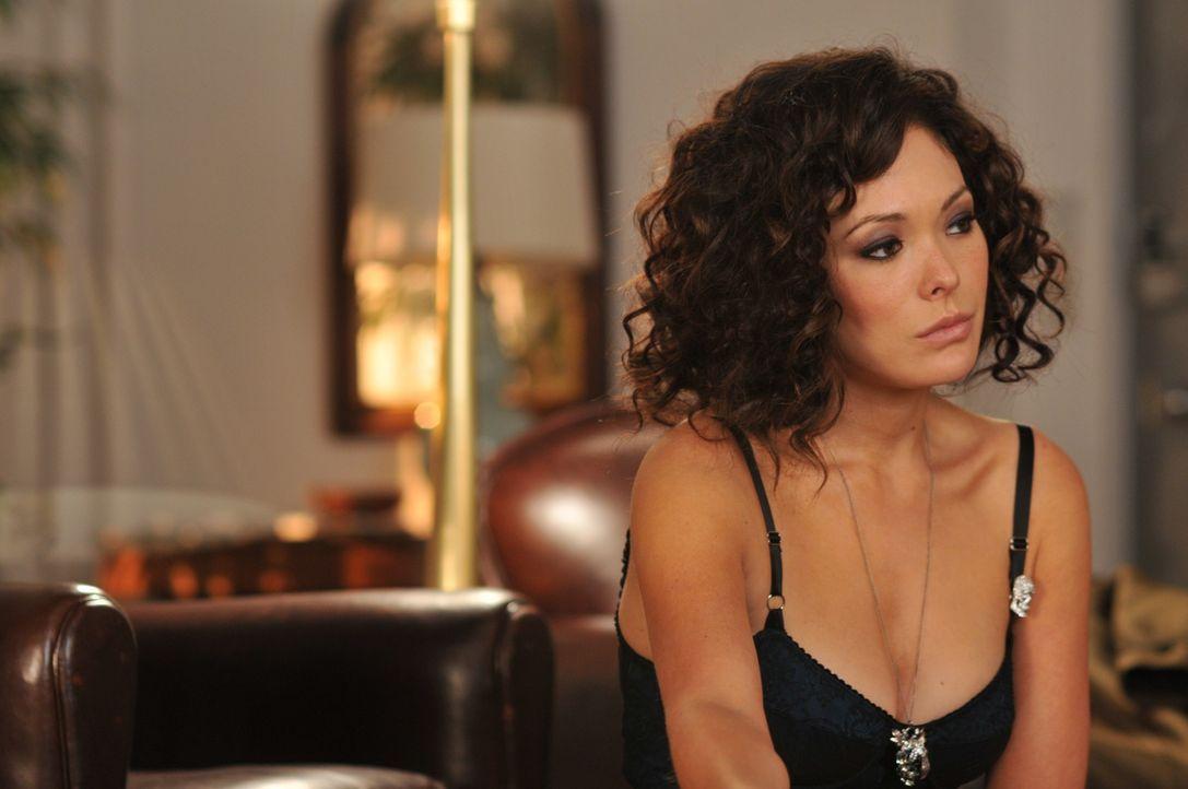 Während Wendy sich mehr und mehr der Hausfrauenrolle hingibt, hat Victory (Lindsay Price) einen schrecklichen Albtraum ... - Bildquelle: NBC, Inc.