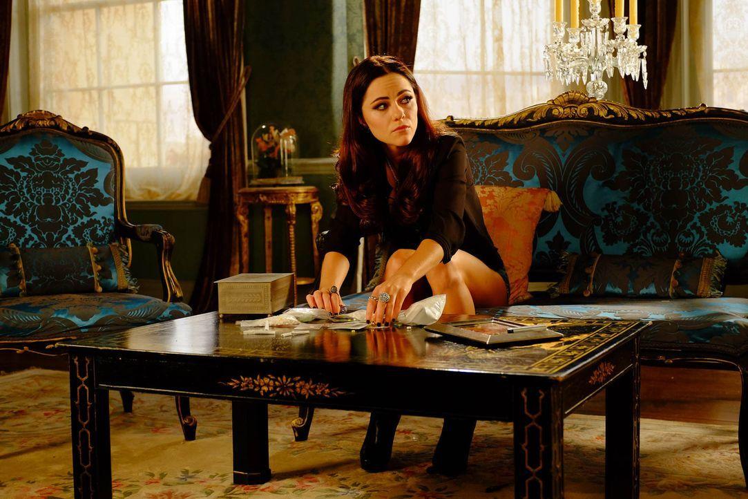 Wie wird Prinzessin Eleanor (Alexandra Park) damit umgehen, wenn sie die Wahrheit erfährt? - Bildquelle: 2015 E! Entertainment Media LLC/Lions Gate Television Inc.