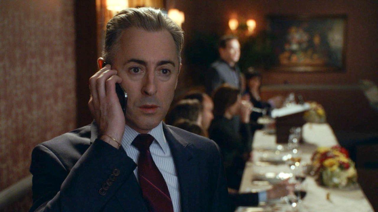 Ein unerwarteter Anruf wirft Eli (Alan Cumming) vollkommen aus der Bahn ... - Bildquelle: 2014 CBS Broadcasting, Inc. All Rights Reserved