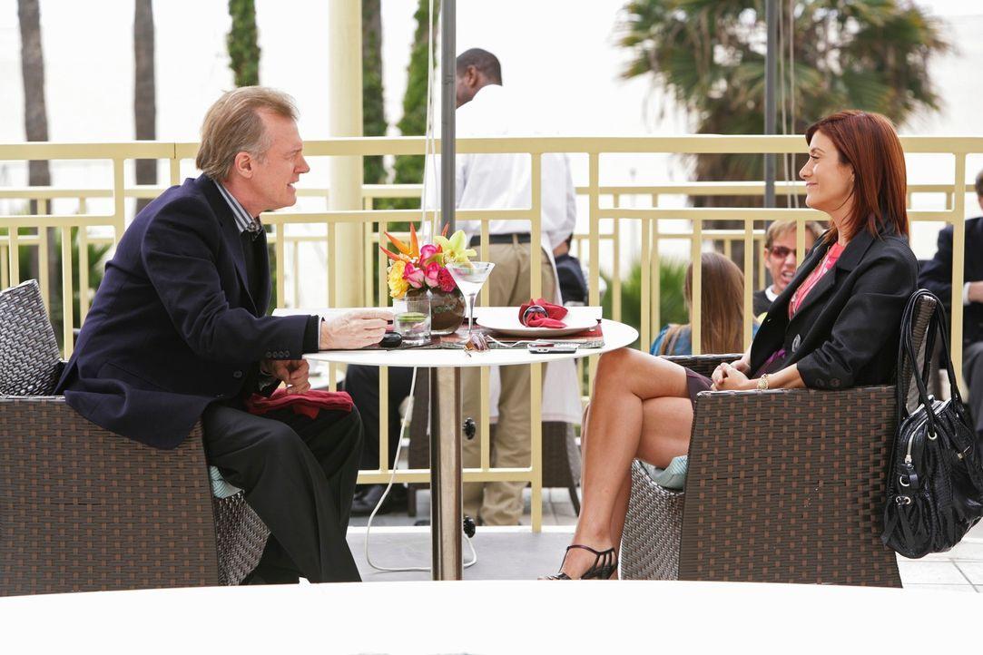Während Dell verkündet, dass er geheiratet hat, bekommt Addison (Kate Walsh, r.) überraschend Besuch von ihrem Vater (Stephen Collins, l.) ... - Bildquelle: ABC Studios