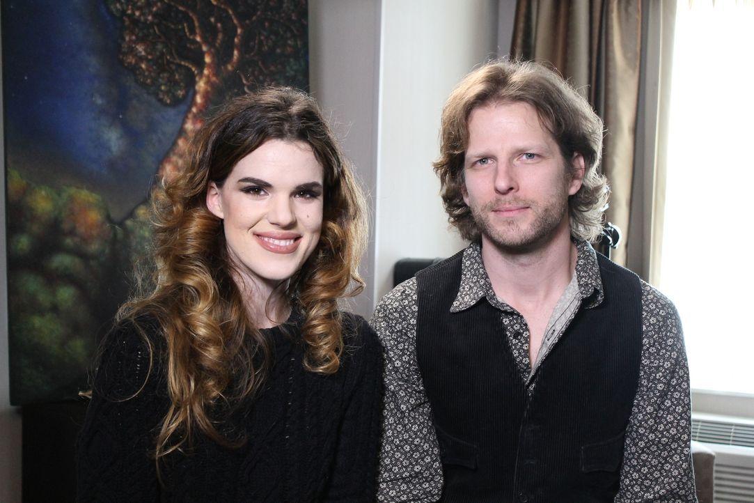Chloe (l.) und Brandon (r.) sind beruflich viel unterwegs, die beiden designen Filmsets. Die perfekte Lösung für ihren Wunsch nach einem festen Zuha... - Bildquelle: 2014, HGTV/Scripps Networks, LLC. All Rights Reserved