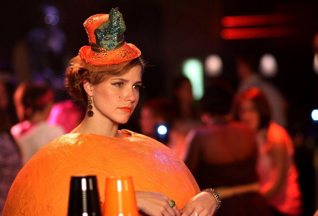 Zu Halloween bekommen Brooke (Sophia Bush) und Julian unerwarteten Besuch ... - Bildquelle: Warner Bros. Pictures