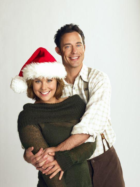 Buddy und das Weihnachtsfest ist gerettet: Nick (Tom Cavanagh, r.) und Sandy (Ashley Williams, l.) ... - Bildquelle: Buena Vista International Television