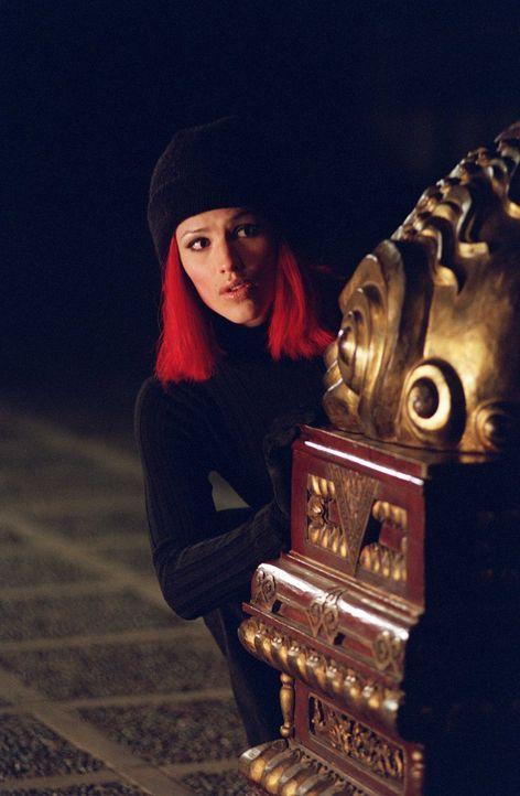 Nachdem Sydney (Jennifer Garner) die wahren Absichten ihrer zuständigen Abteilung SD-6 kennt, muss sie um ihr Leben kämpfen. - Bildquelle: Touchstone Television