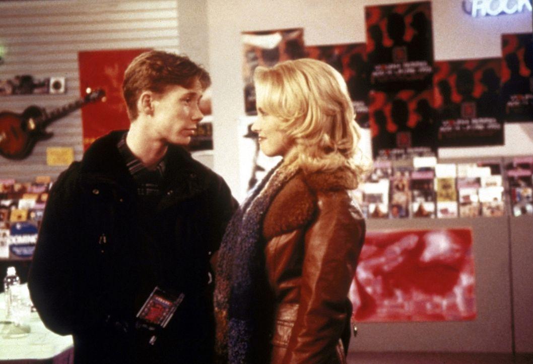 Gordie (Curtis Andersen, l.) verliebt sich in Zellery (Judith Jones, r.) und ist enttäuscht, als sie ihn zurückweist ... - Bildquelle: Paramount Pictures