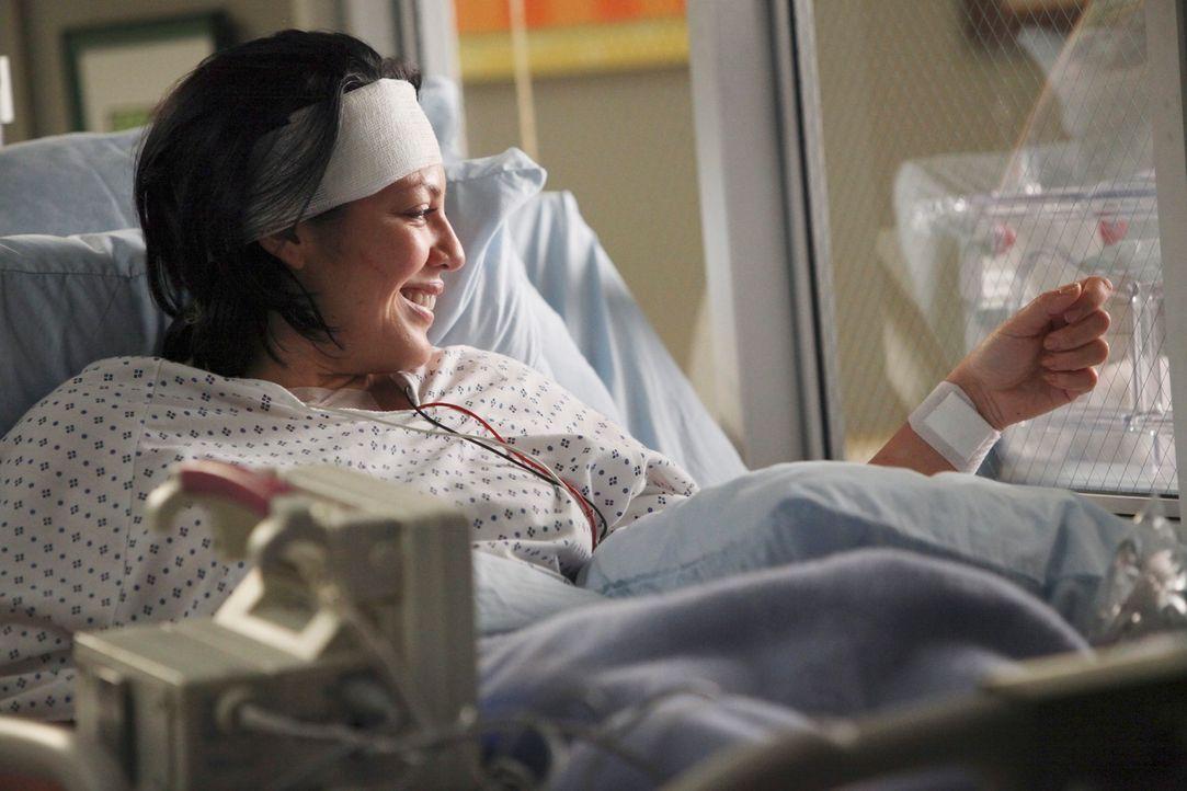 Während alle an einem Strang ziehen, um Callie (Sara Ramirez) während des schmerzvollen Weges zur Besserung beizustehen, behandelt Alex eine launisc... - Bildquelle: ABC Studios