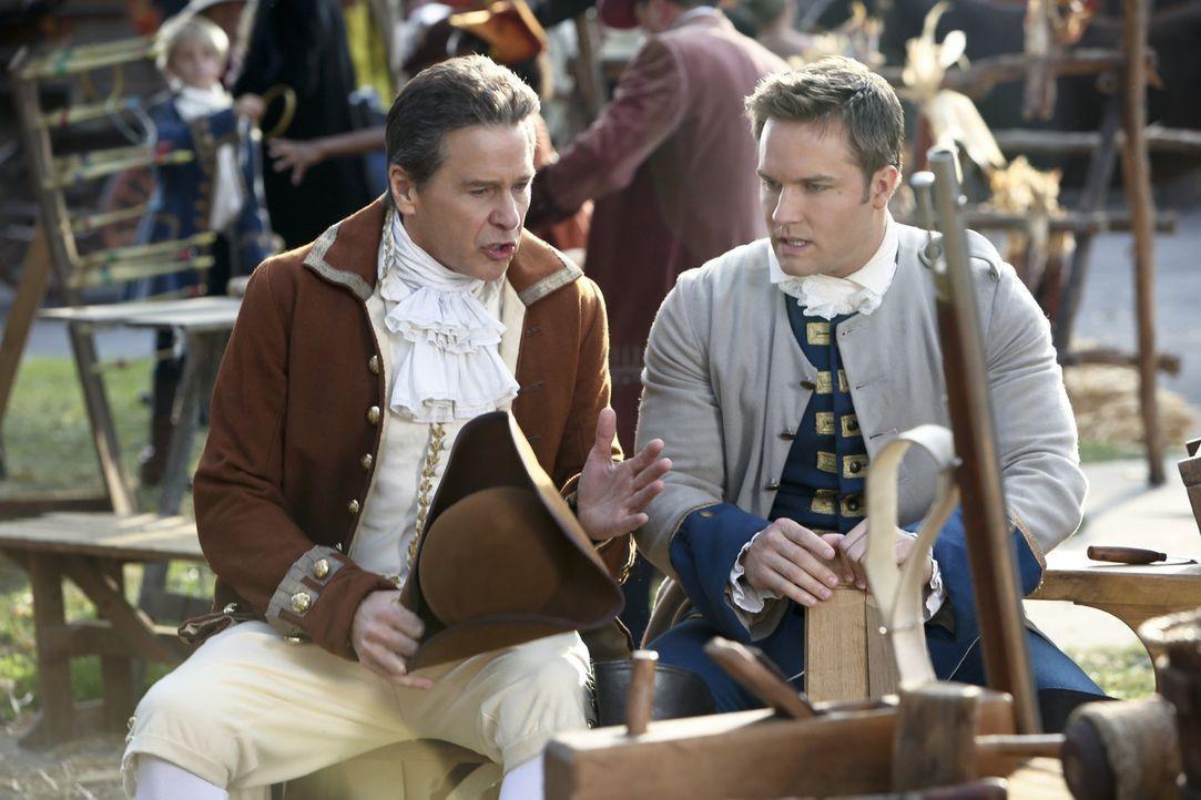 Ausgerechnet George (Scott Porter, r.) will seinem Ex-Schwiegervater Brick (Tim Matheson, l.) Tipps in Sache Liebe geben ... - Bildquelle: Warner Bros.