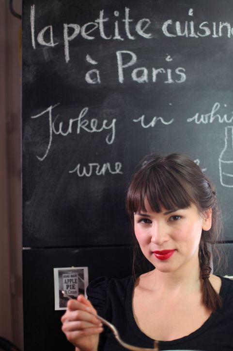 Ihr Ziel ist es, alte Klischees aus dem Fenster zu werfen und somit Raum für die wahre, verzaubernde Küche Frankreichs zu schaffen: Rachel Khoo ... - Bildquelle: Daniel Lucchesi Plum Pictures 2012