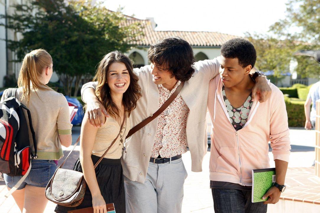 Können kaum fassen, dass das letzte Schuljahr angebrochen ist: Annie (Shenae Grimes, l.), Navid (Michael Steger, M.) und Dixon (Tristan Wilds, r.) - Bildquelle: TM &   CBS Studios Inc. All Rights Reserved