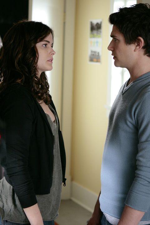 Jessie (Jaimie Alexander, l.) streitet alles ab. Kyle (Matt Dallas, r.) gibt sich jedoch nicht zufrieden und versucht herauszufinden, was sie in sei... - Bildquelle: TOUCHSTONE TELEVISION